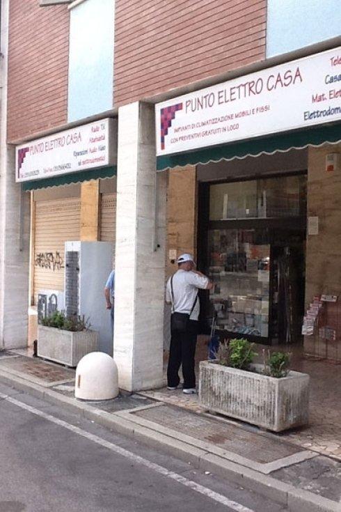 Il negozio offre un vasto assortimento di elettrodomestici.
