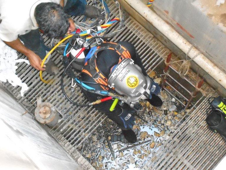 Sub Sea Service HAZMAT diving
