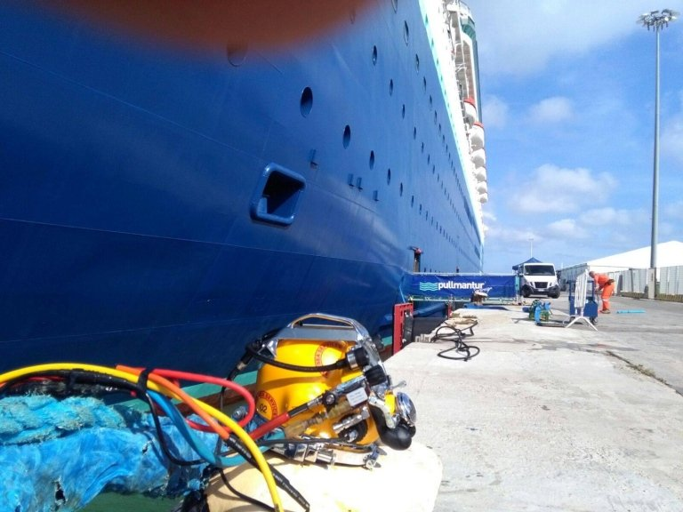 careenages, removing propellers, cleaning propellers, ship maintenance, propeller replacement, Civitavecchia