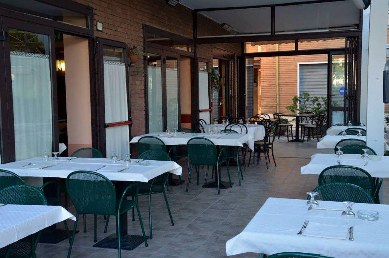 terrazza dil ristorante da un altro angolo