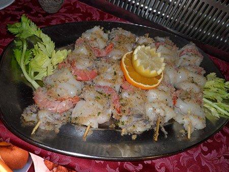 Spiedini di calamaro, pesce e  gamberetti