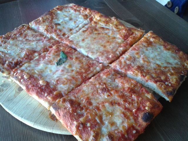 dei tranci di pizza
