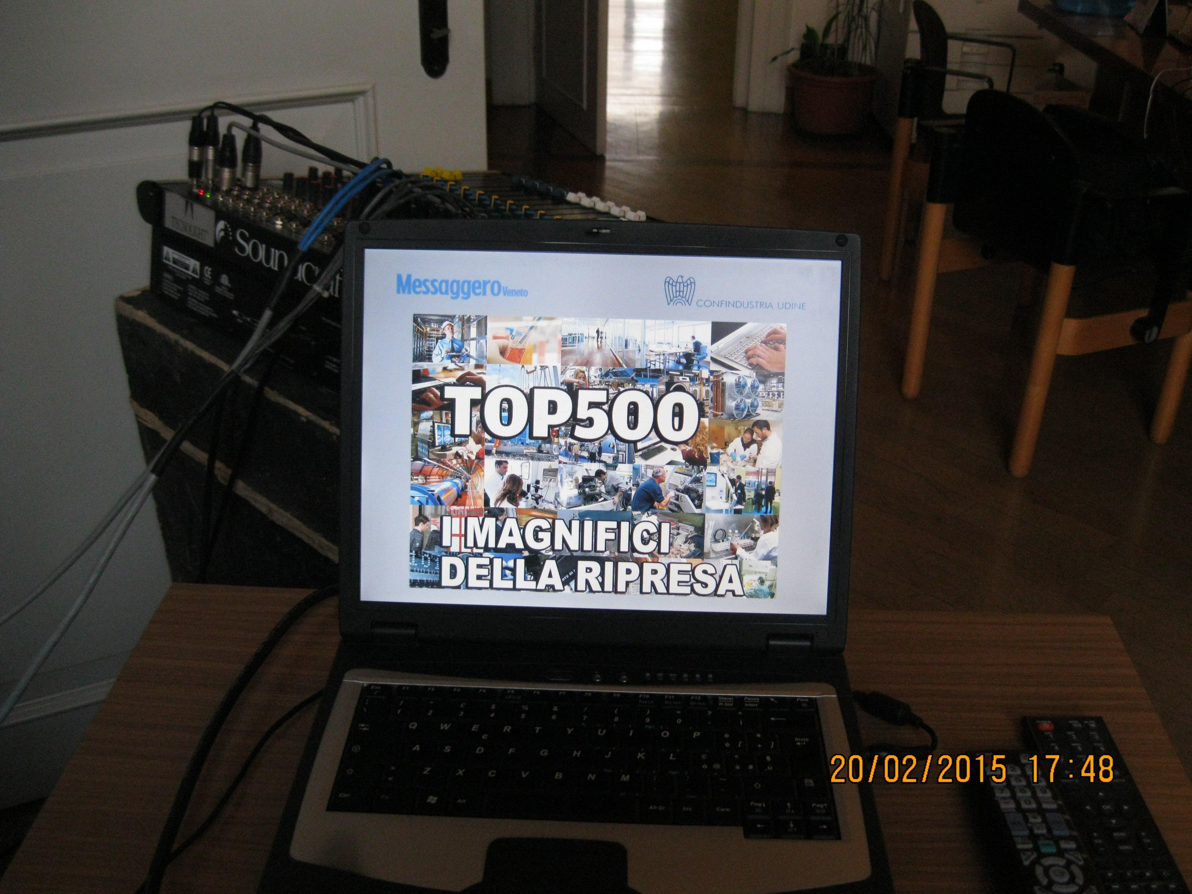 schermo di un computer portatile con su scritto TOP500 i magnifici della ripresa