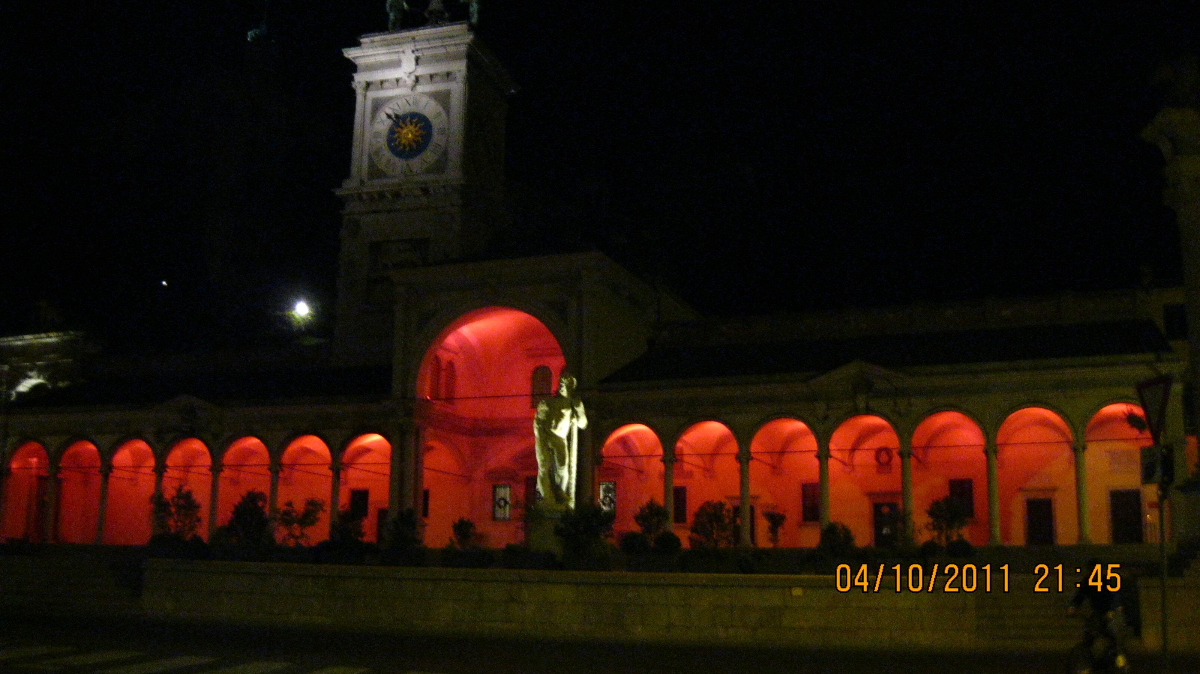 palazzo con luci rosse