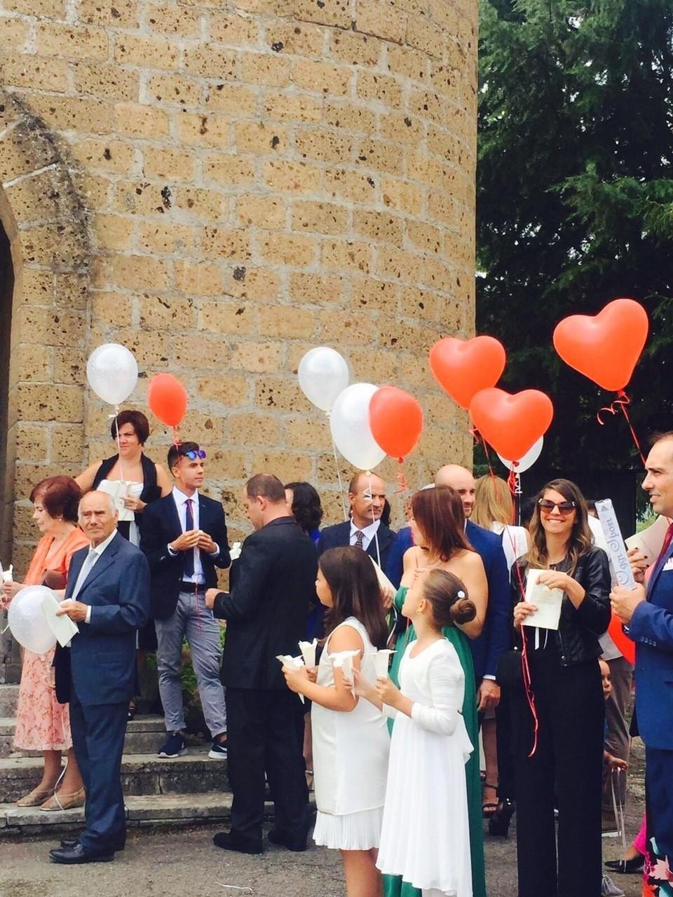Saluto agli sposi con palloncini