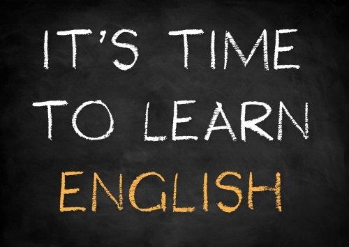 lavagna con scritta it's time to learn english