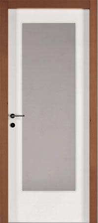 una porta con finiture in legno marrone e di color bianco e grigio