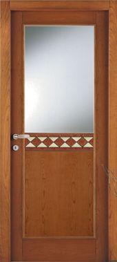 una porta meta' in vetro e meta' in legno