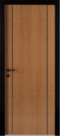 una porta marrone con ai lati due linee nere