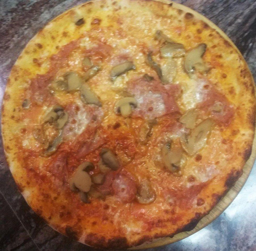 pizza prosciutto e funghi aosta