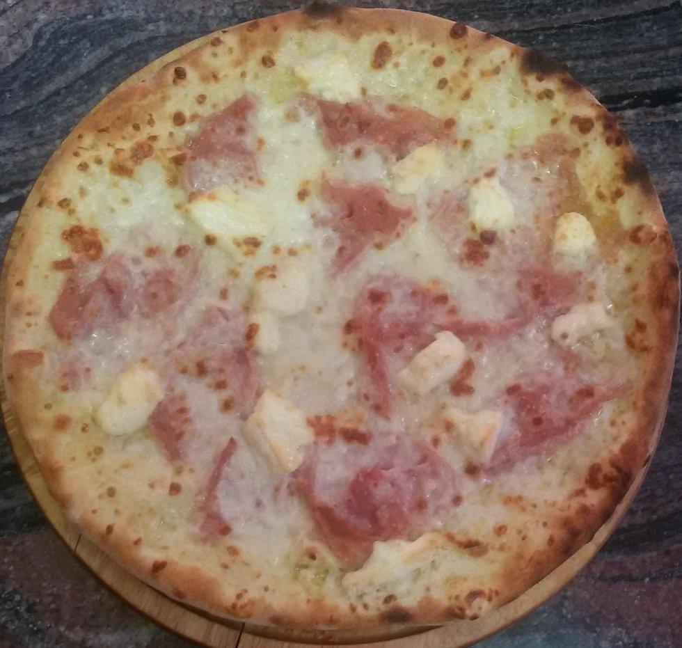 pizza cotto e brie aosta