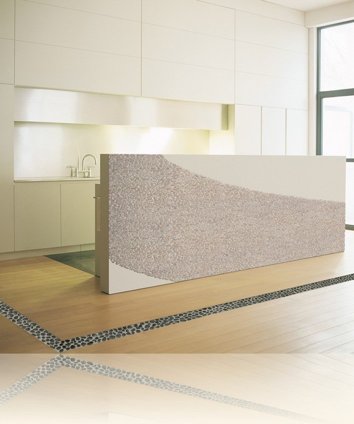 stanza con pavimento in legno