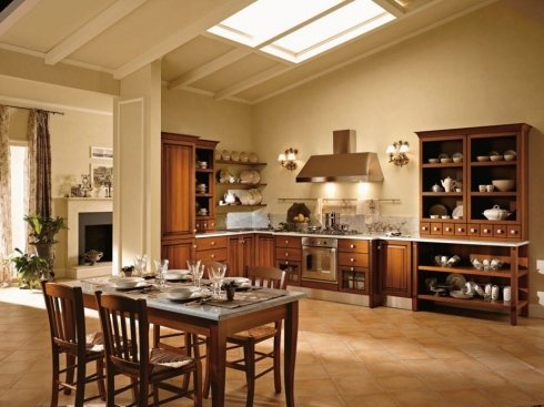 un tavolo con quattro sedie e una cucina con mobile in legno