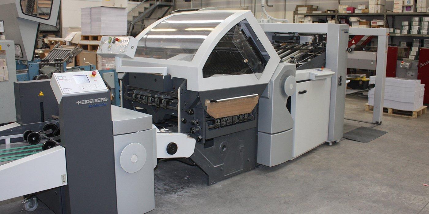 un macchinario da stampa