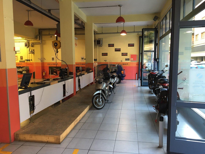 negozio di automobili
