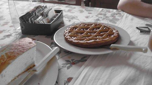 una crostata in un piatto