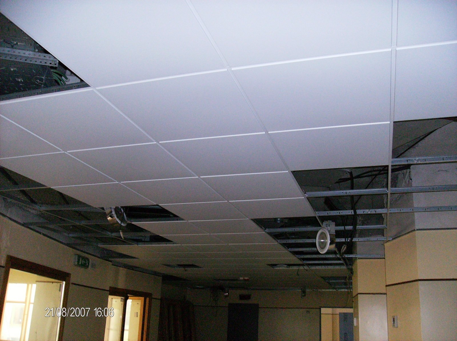 decorazione  soffitto piastrelle