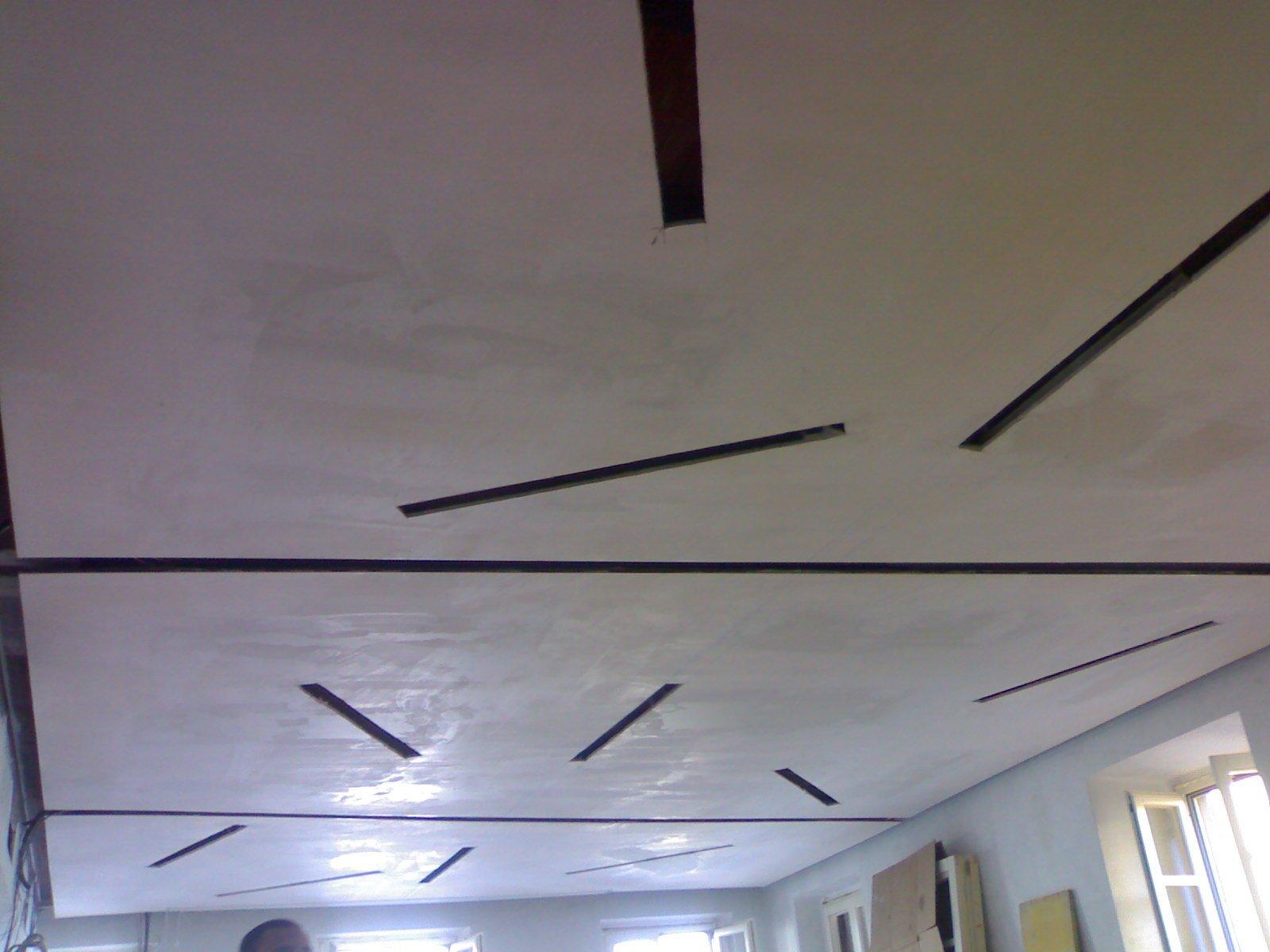 decorazione  soffitto bianco