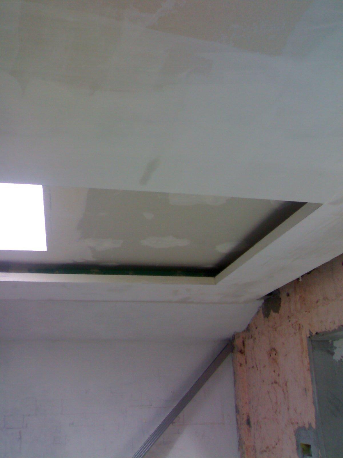 soffitto bianco in corso