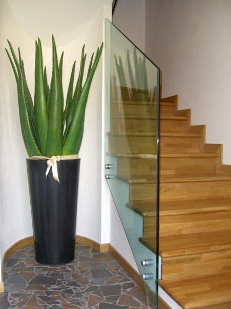 scala in legno e vetro