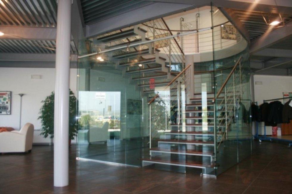 vetrate e scale di vetro