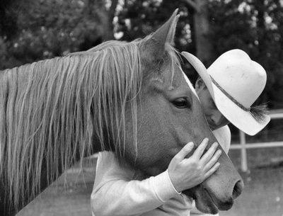 Women loving the horse