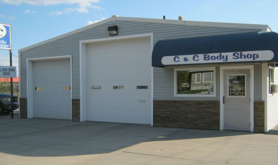 Auto body repair in Lincoln, NE requires expert knowledge and the best equipment.