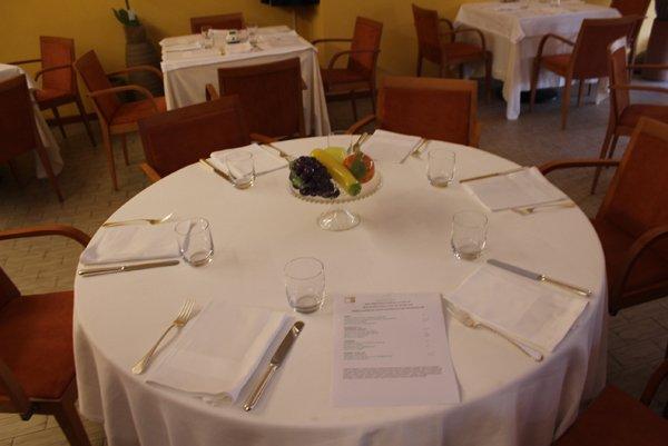 tavolo apparecchiato per cerimonie