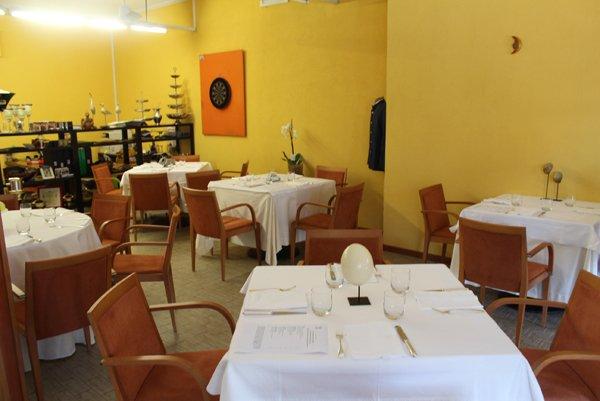 tavoli apparecchiati in provincia di Varese