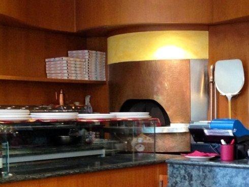 cottura pizza in forno a legna