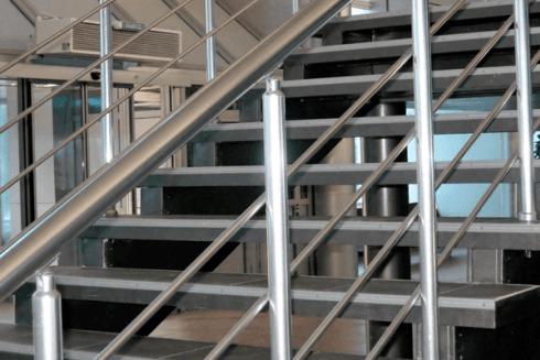 La ditta si occupa della costruzione di scale interne ed esterne.