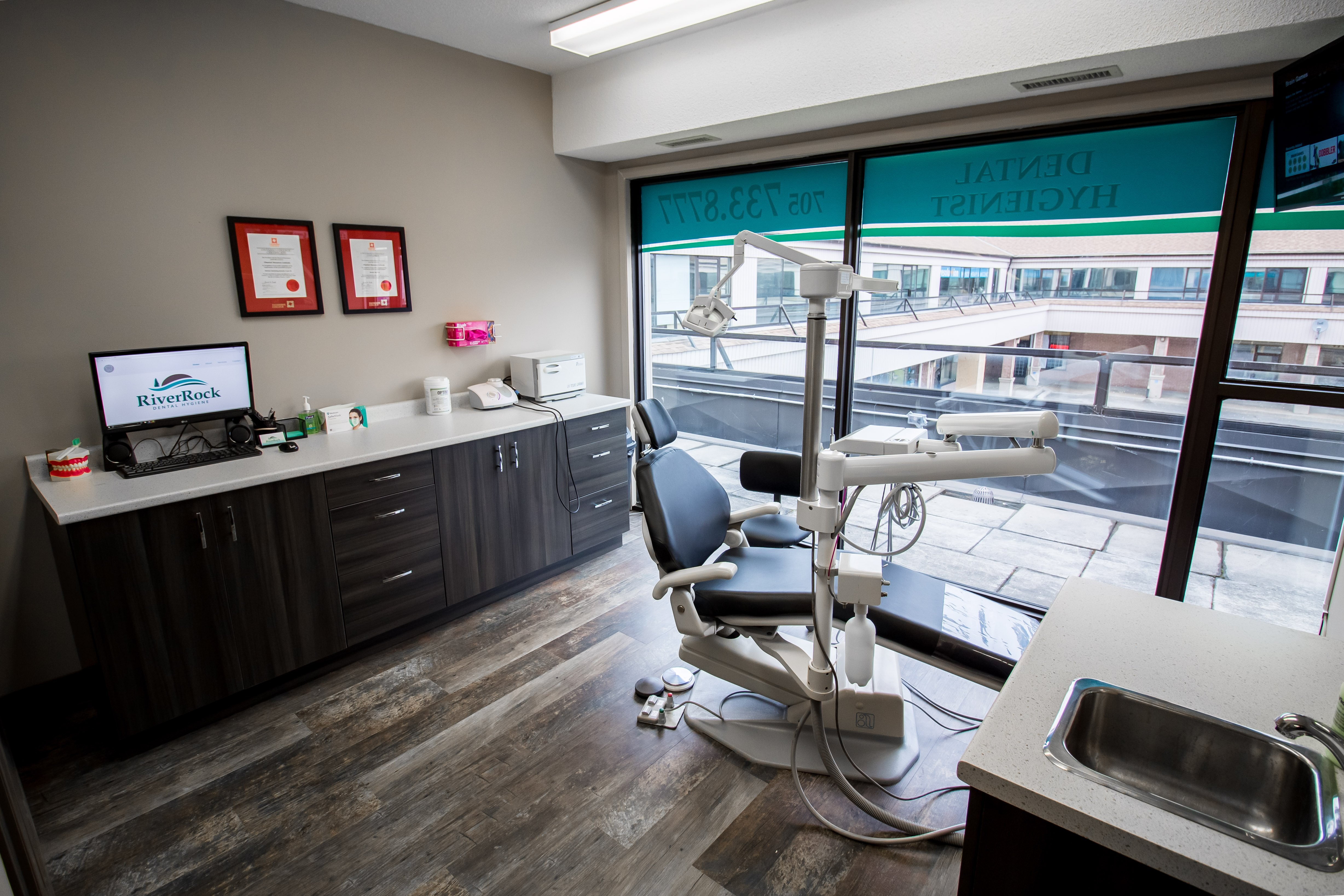 river rock dental hygiene, dental chair, barrie, ontario, teeth cleaning, teeth whitening