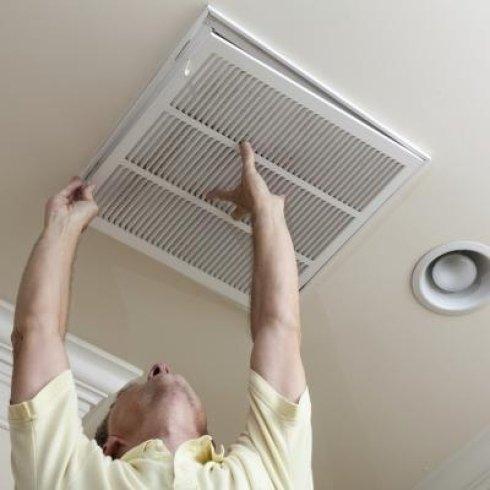 La ditta installa climatizzatori per aziende e privati