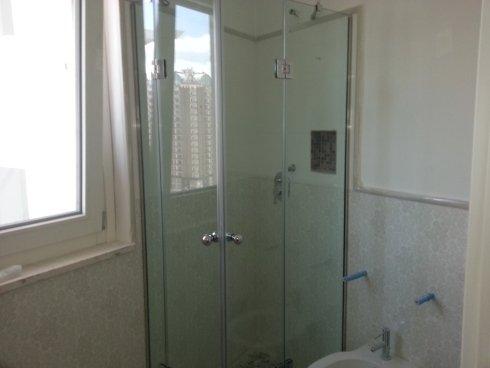 box doccia con cerniere vetro e vetro