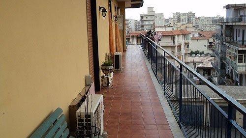 vista di un lungo balcone