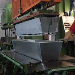 Zincotecnica - Pressa per lavorazione cofani in zinco