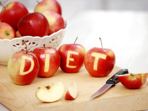 Mele sbucciate a formare la scritta diet