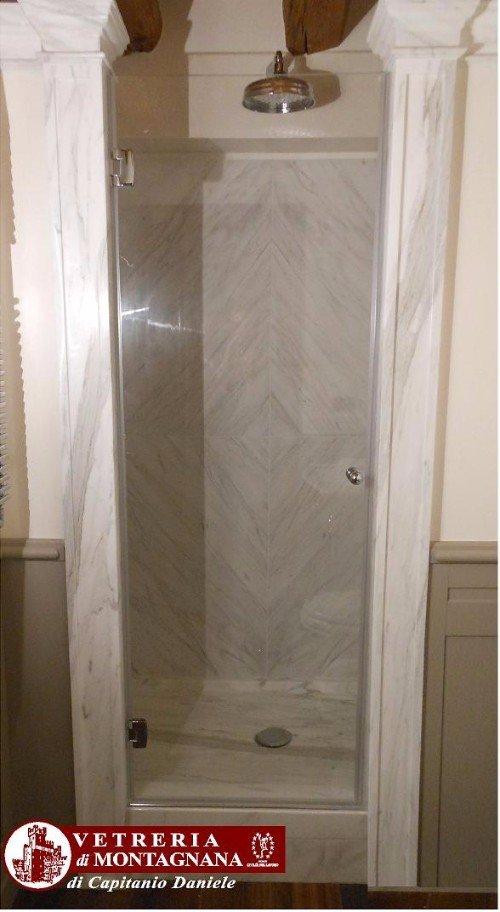 cabina doccia con anta in vetro