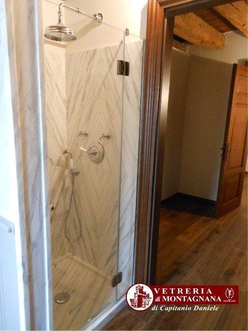 box doccia in marmo e vetro