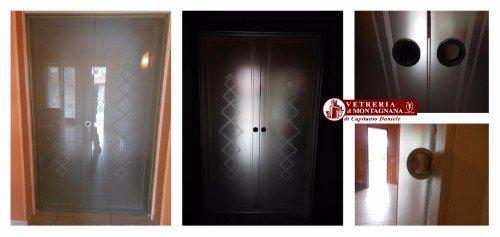 forme geometriche su porta in vetro
