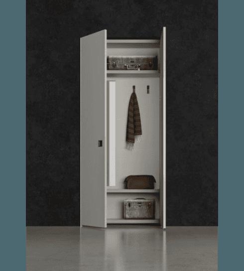 Pratico ingresso boiserie a ripiani in spazzolatura laccato opaco platino 166, ante e fianchi in laccato opaco platino 166.