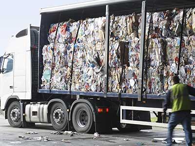 Camion con rifiuti differenziati