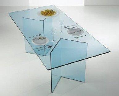 tavolo in vetro trasparente