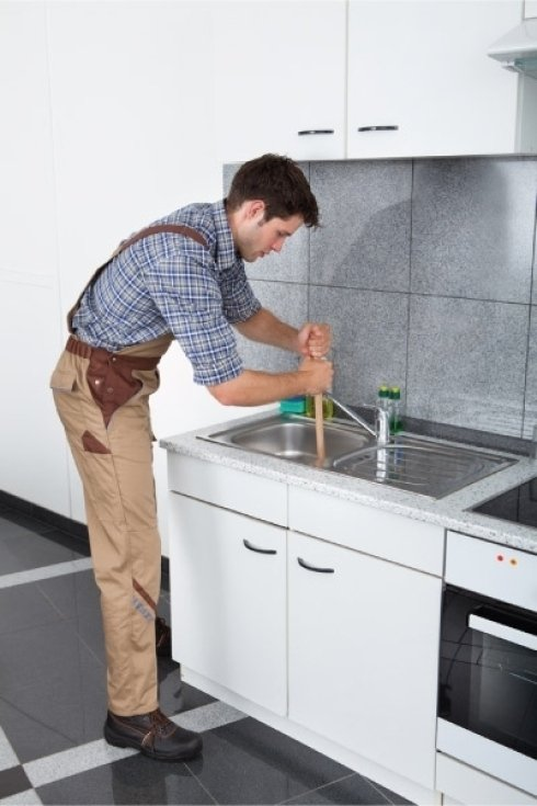 Contattate il nostro servizio di pronto intervento idraulico per la stasatura dei vostri scarichi.