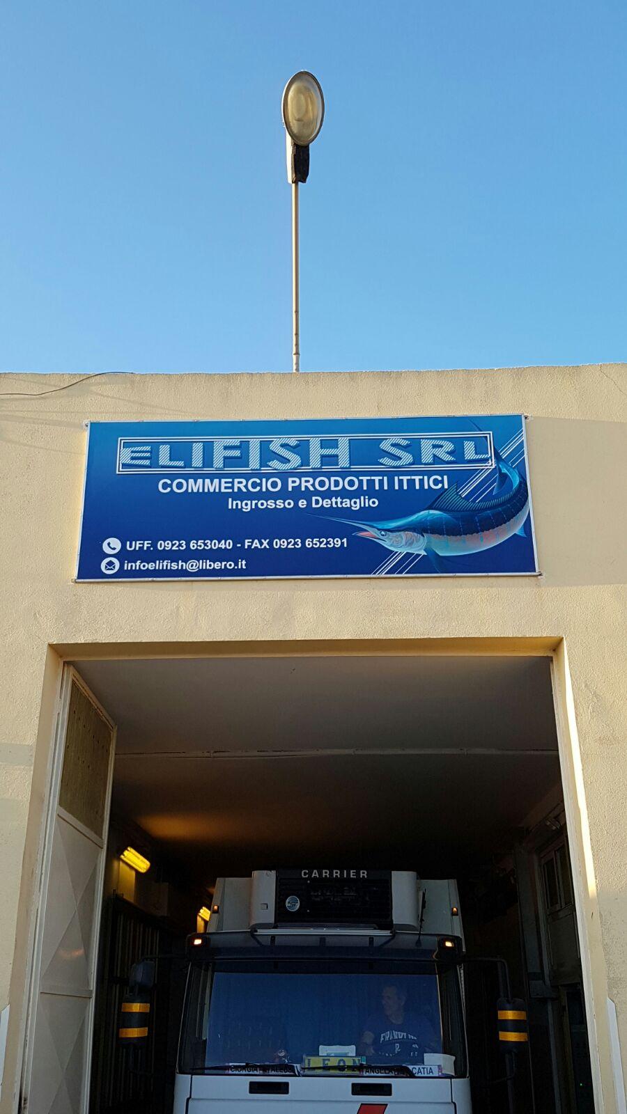Immagine dell'ingresso camion di Elifish SRL commercio prodotti ittici a Mazara del Vallo (TP)