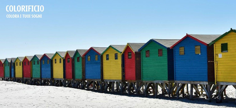 cabine colorate in spiaggia