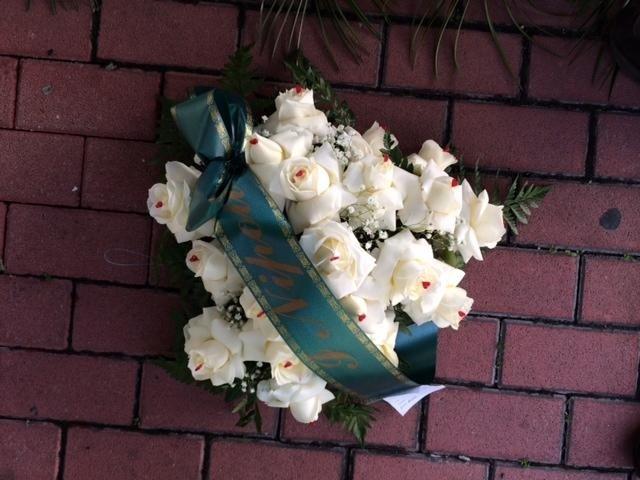 cuore piccolo rose bianche