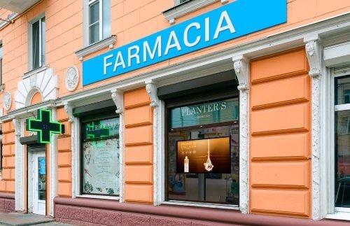 una farmacia vista da fuori