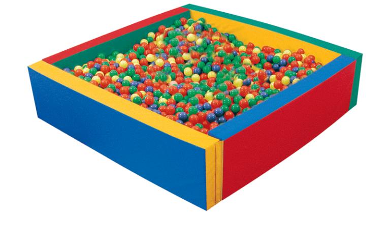 Piscina quadrata con con elementi accostabili mediante velcro realizzati in materiale espanso rivestito di B.tex colorato. Palline escluse.