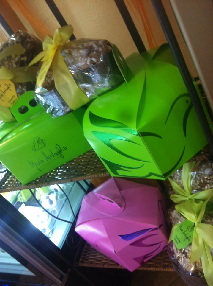 colombe impacchettate come regalo per Pasqua
